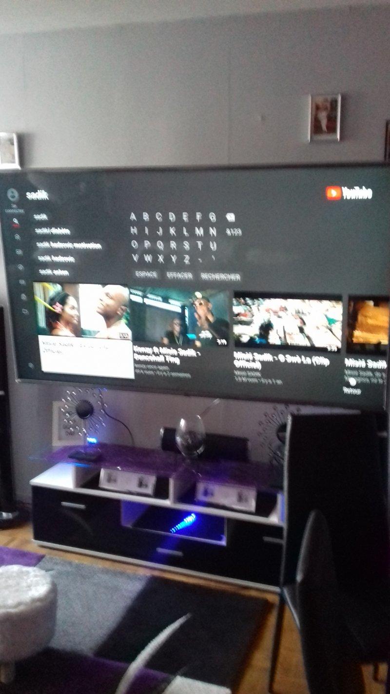 Télé accroche au mur