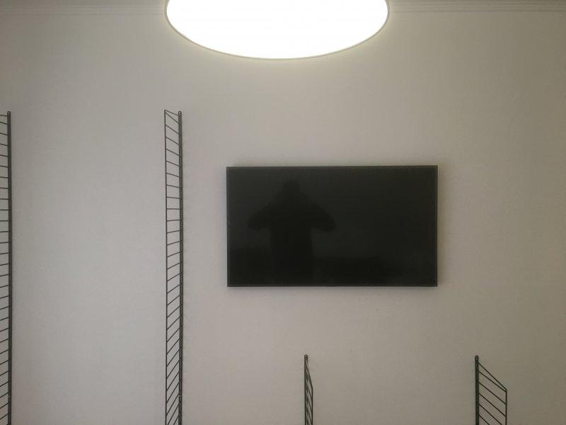 Pose et fixations d'un support mural pour téléviseur