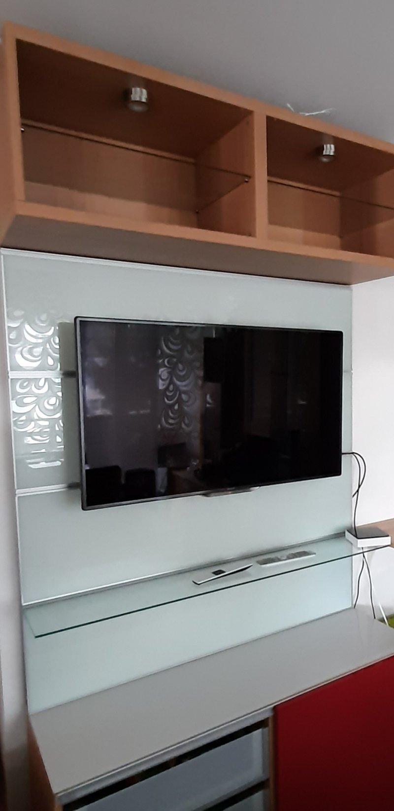 TV mit Glaswand