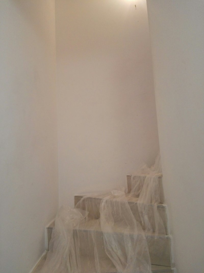 Réalisation peinture blanche dans montée Escalier