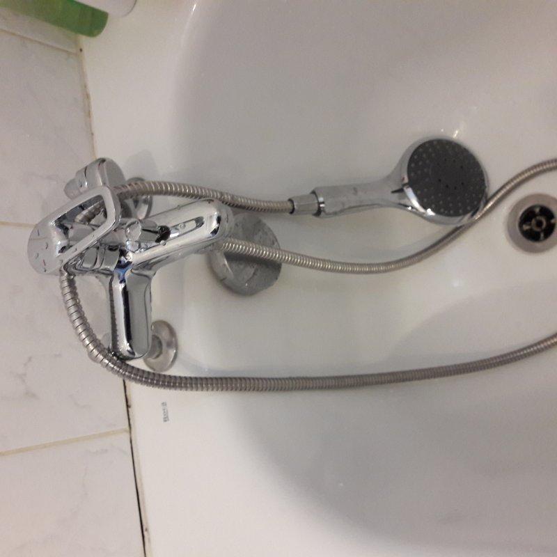 Installation de mitigeur de baignoire avec douchette