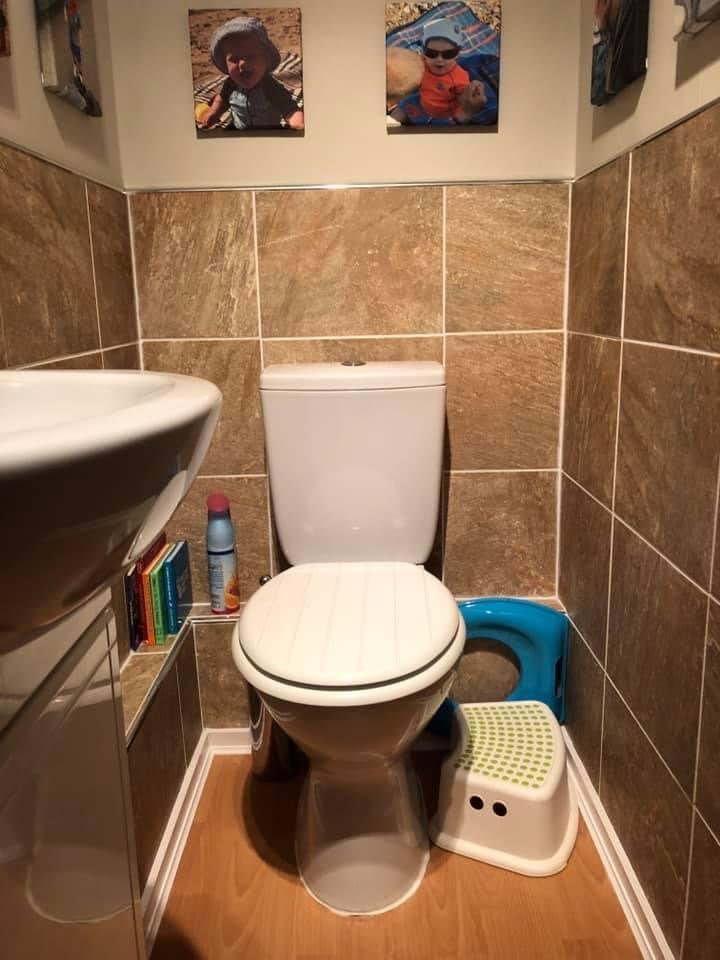 Cloakroom tiling and decoration