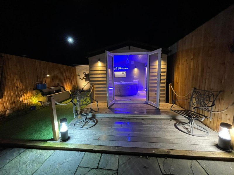 Garden refurb in Brentwood completed with hot tub room built