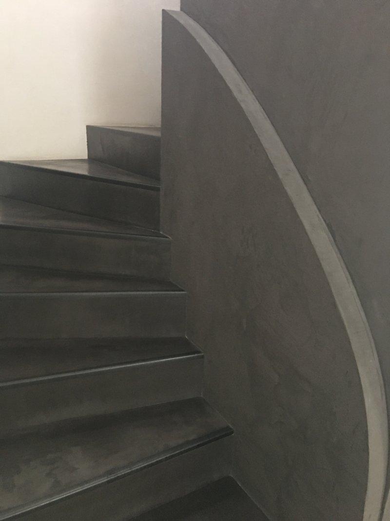 Réalisation rampe (alba )escalier et finition béton ciré